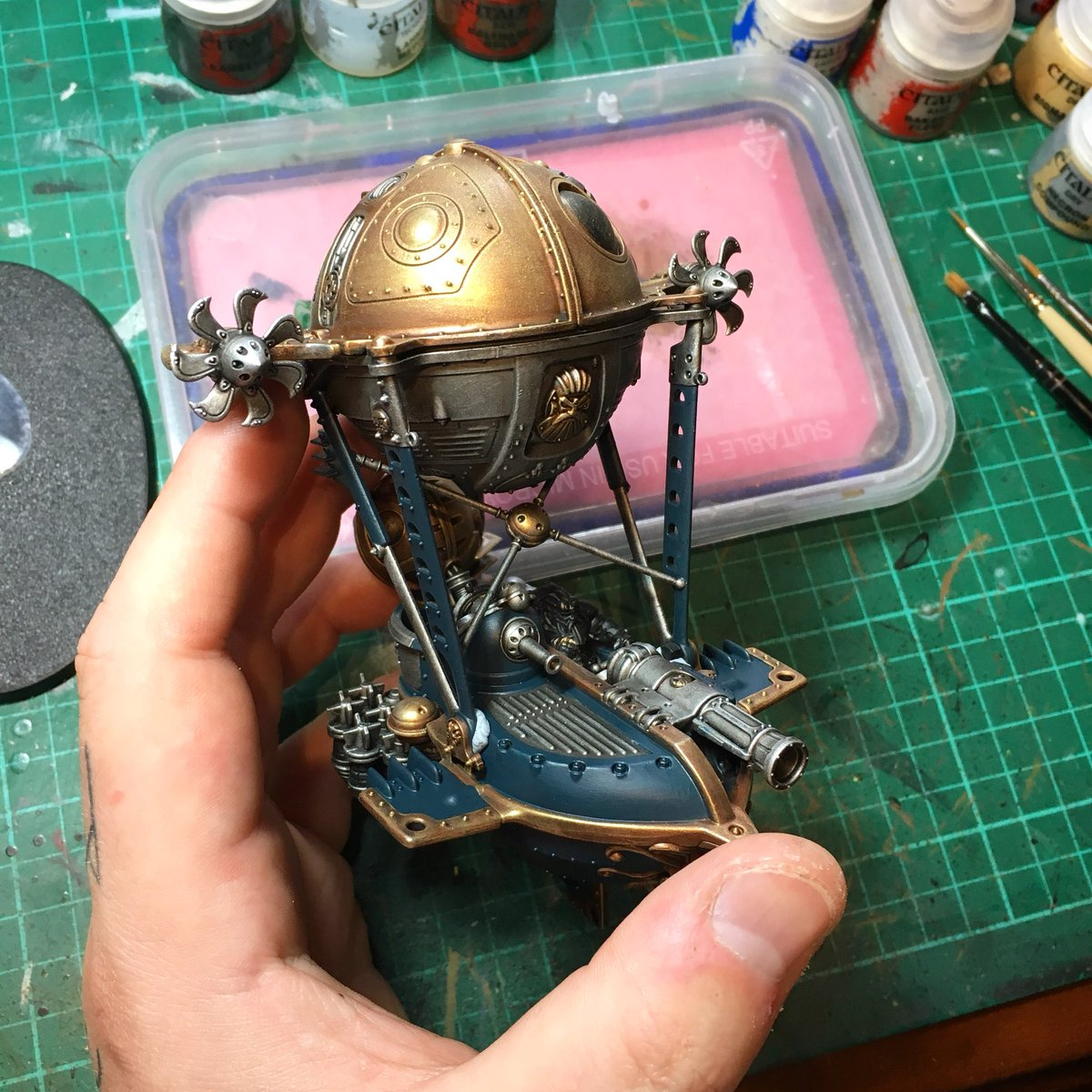 #Geek 🤓 Awesome of the Day: #Steampunk ⚙️ #Warhammer #AgeofSigmar #Kharadron Boat ⛵ by Miniature Painter @sloane_paints #SamaGeek #SamaToys