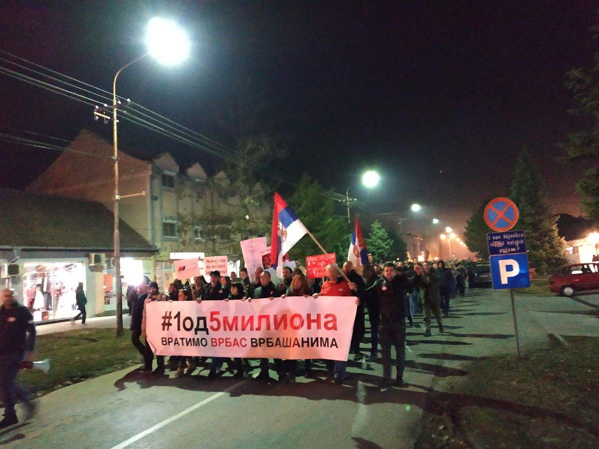 Vrbas je jedan od gradova koji je najviše zablistao u buđenju Srbije!  Ovako je to izgledalo večeras:  #Vrbas #1od5miliona @vrbasnarodna