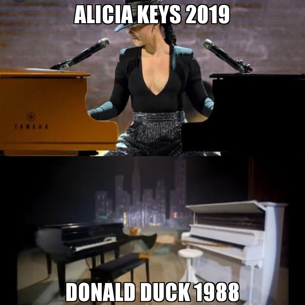 Who wore it better  #aliciakeys  #GrammyAwards2019  #whoframedrogerrabbit #donaldduck #disney #thisduckisgoingplaces<br>http://pic.twitter.com/8I1GxCJh7V