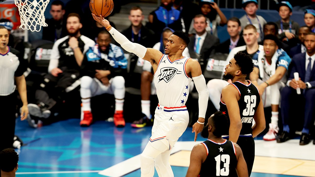 Whew, that's a lot of offense.  Team Giannis leads at the half. 95-82. #NBAAllStar  #PaulGeorge : 14p/3a #RussellWestbrook  : 7p/2r/3a