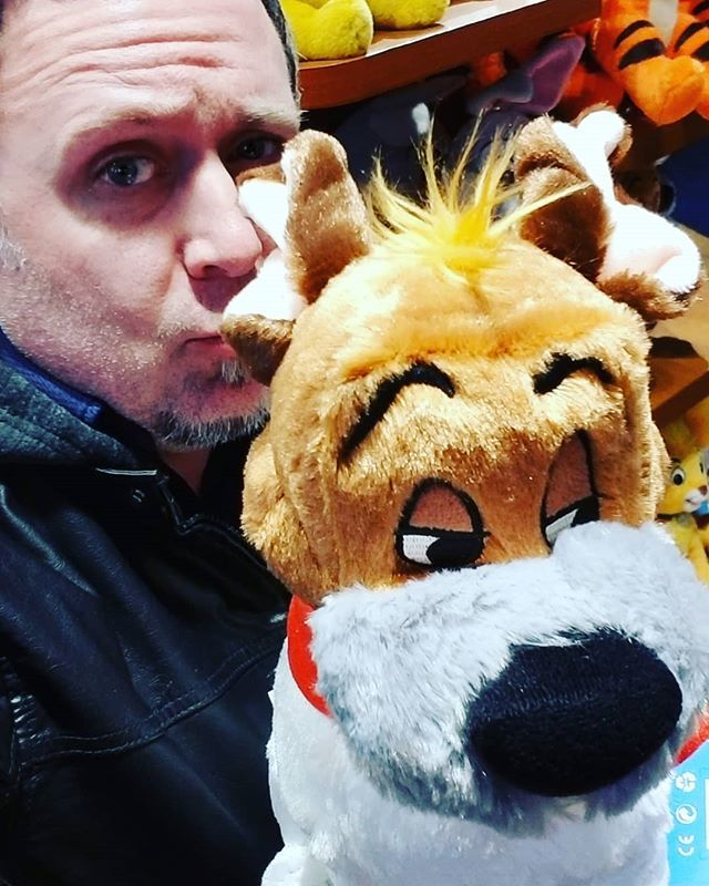 Dodger from Oliver and Company and I hanging out at the Disney Store in Times Square.  #disneystore #shopdisney #oliverandcompany #timessquare #chipandco https://www.instagram.com/p/BuAaWvblqkz/