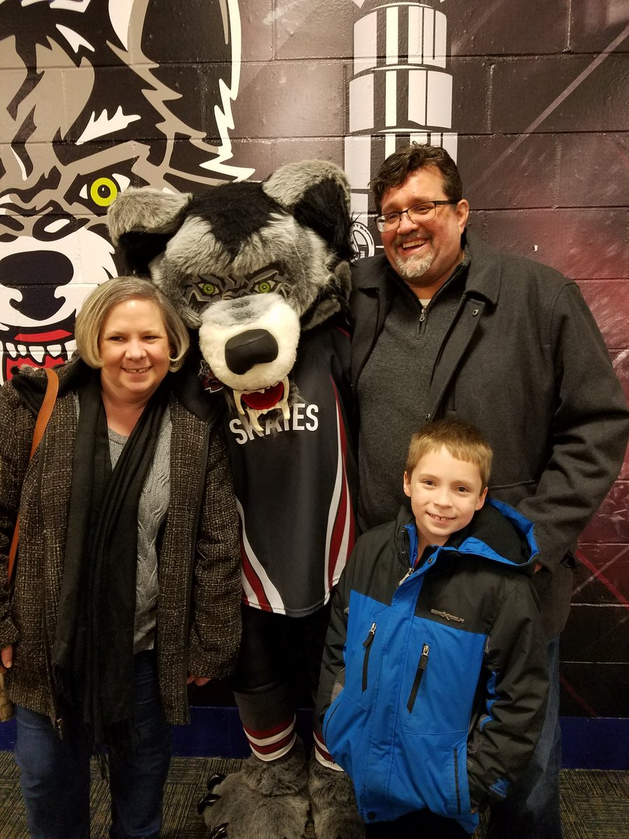 Little break with @mrskeownsclass and the kids at the #chicagowolves