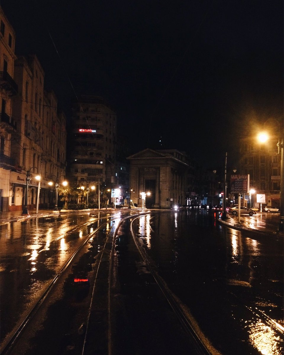 إنك تتمشي في الشتا باليل في شوارع اسكندرية .. إحساس كدآ محدش يحسة غير اللي جربة ♥