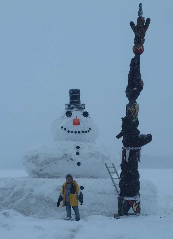 SNOW GIANT This must have taken a LOT of work! This snowman at Lakeside Bar & Grill in Harmony Grove is 30 feet tall!! How much snow have you gotten in your area? Thanks to Stacie Walters for sending us this picture. You can email your weather photos to connect@wkow.com.