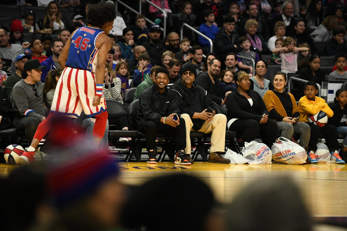 Hi @Usher, @CharlizeAfrica and Laurence Fishburne 👋👋👋 We hope you had fun with the @Globies this afternoon!  #HarlemGlobetrotters