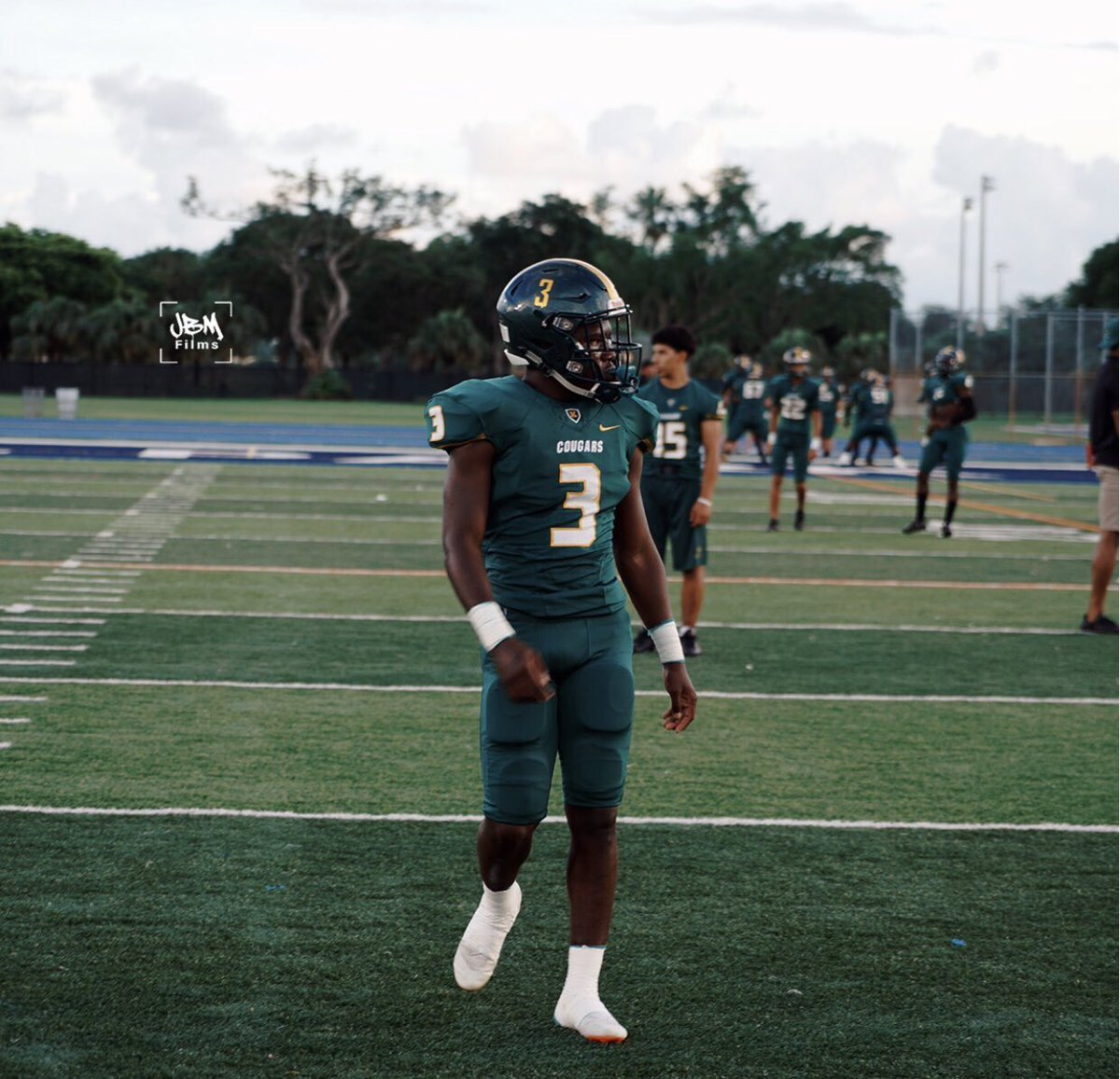 Frank Gore JR 5-8 175 RB Miami Killian High School Miami Fla @stn_2lit Explosive running back from the Mecca of high school talent Miami Fla. Power 5 prospect grade A agility and quickness grad A bloodline this kid is dynamic. 2020 prospect  https://www. hudl.com/video/3/996782 4/5bb37931ff026619b85f3d96 &nbsp; … <br>http://pic.twitter.com/D9hJ5WVIS8