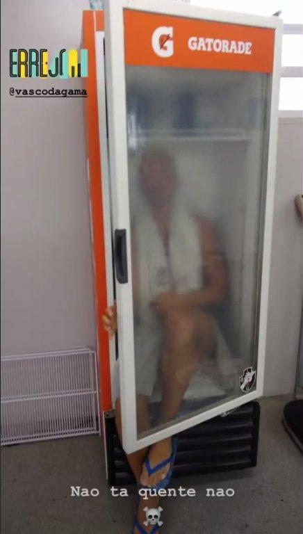 RT @museuvasco: Maxi López fugindo do calor do Rio de Janeiro dentro da geladeira | 20 de Janeiro de 2019. https://t.co/NxamUWDoGN