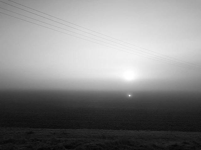 #sunrise #fog #bw http://bit.ly/2tt0CDo