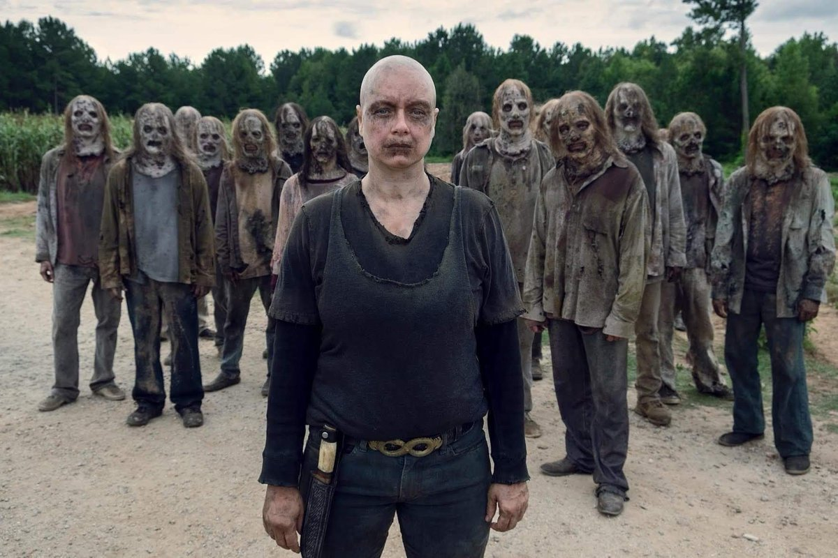 I love being a part of the villainous group, or are we really the villains?? 🤔🤫🔪🧟‍♂️ I'm the second from the left in this photo btw! #TWDFamily #TWD #TheWalkingDead #Whisperer #Whisperers #Alpha #FamilyPortrait #AlbumCover #LetTheBodiesHitTheFloor #WeKillEveryone #ImAWhisperer