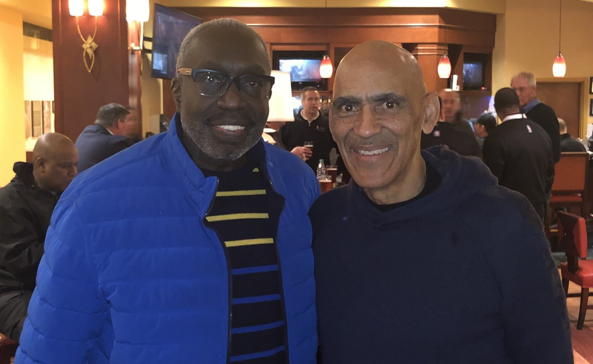 I ended the evening Back at the hotel  meeting Earl Monroe. Wow. Talk about an unbelievable thrill. I had a wonderful weekend getting to meet some of the icons of the game.