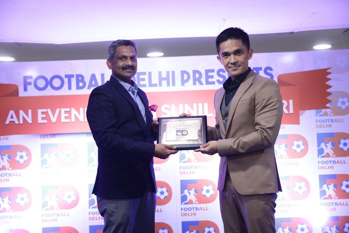 'Football Ratna' award for @chetrisunil11 ⚽️🏆  Read here 👉 https://bit.ly/2trNuyn  #IndianFootball