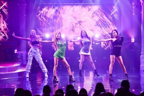 Sensational K-pop girl band BLACKPINK made its US television debut at the 'The Late Show with Stephen Colbert' https://t.co/JLlK1v0mKU #blouinartinfo #blouin #artinfo #popgirlband #Blackpink #TheLateShow  #StephenColbert