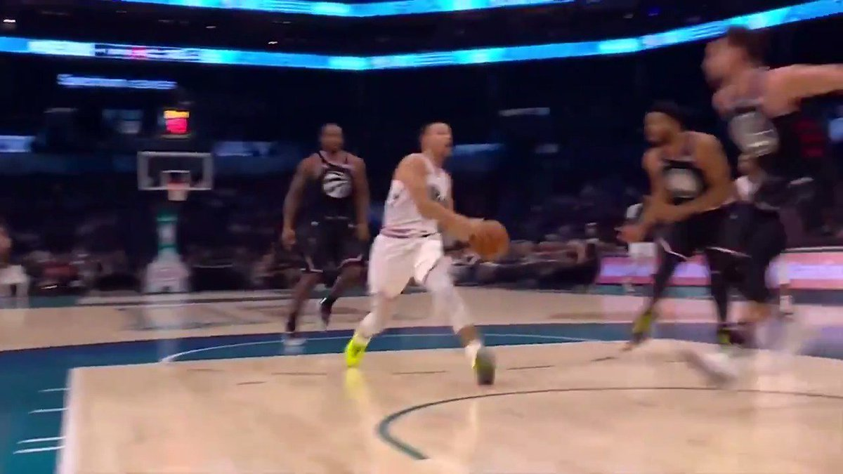 Stephen Curry sets up Khris Middleton for your Heads Up Play of the Day! 👀