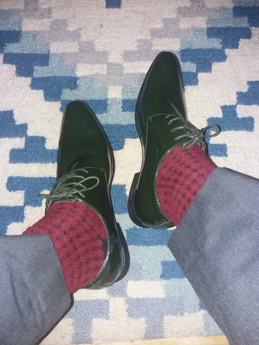 My new amazing green shoes and todays #SockGame is strong <br>http://pic.twitter.com/h42HfRMDUL