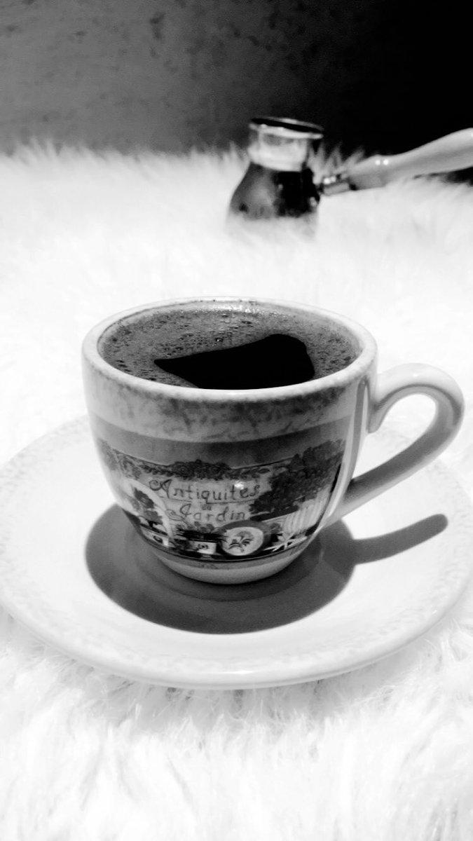 #وش_قهوتك_المفضله لا تراهـن على أنثـى تحب الهدوء ، تسمـع الموسيقـى ، تعشـق القهـوة المُرة مع قطع الشكولاته ، هي أنثى خلقت حرّه لا يمكـن أن يكسرهـا أحـد ..