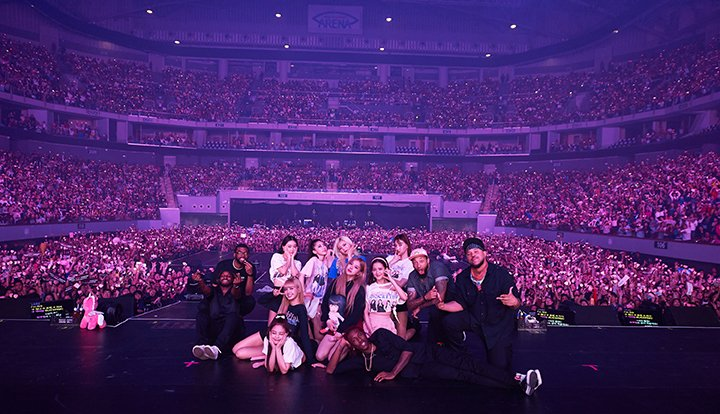 Here's what happened when a non-Kpop fan attended a K-pop concert (it was Blackpink) https://t.co/u0bKeCBRfB