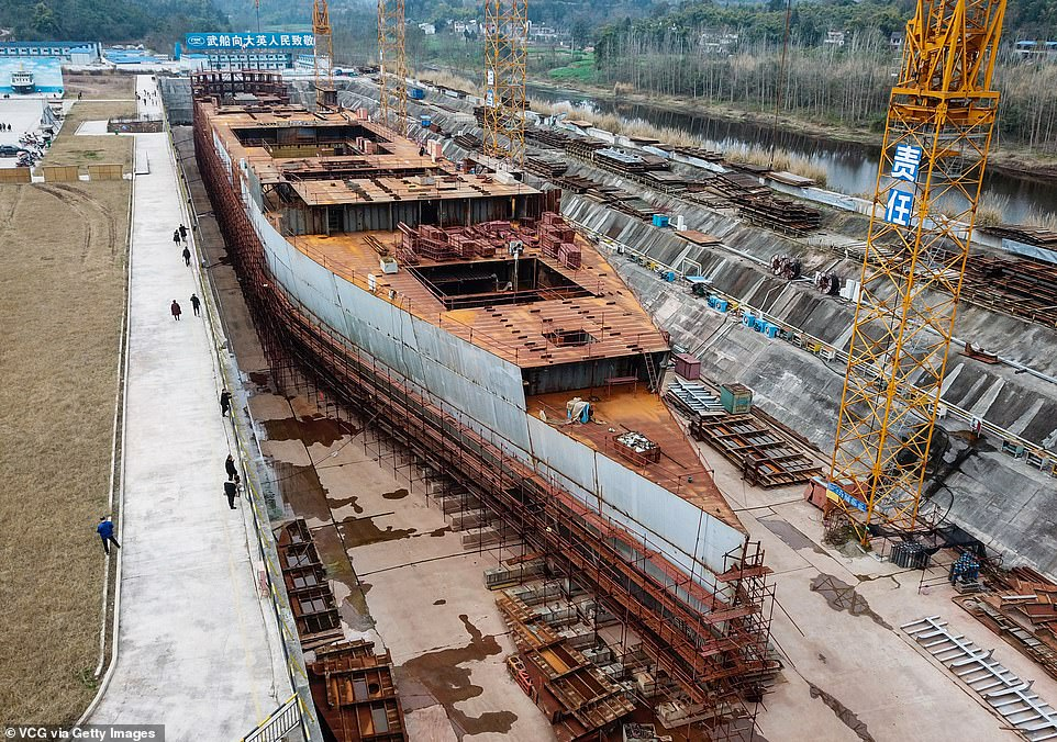 """شركة صينية تعيد بناء سفينة تيتانك  #اليوم_السابع   1) كشف تقرير من موقع """"ديلي ميل"""" البريطاني، أن شركة صينية قررت بناء سفينة تيتانيك مرة أخرى لمحاولة الاستفادة من الزخم التاريخي، وذلك في ملاهي لجذب السائحين من مختلف أنحاء العالم. https://goo.gl/miBZ8h"""