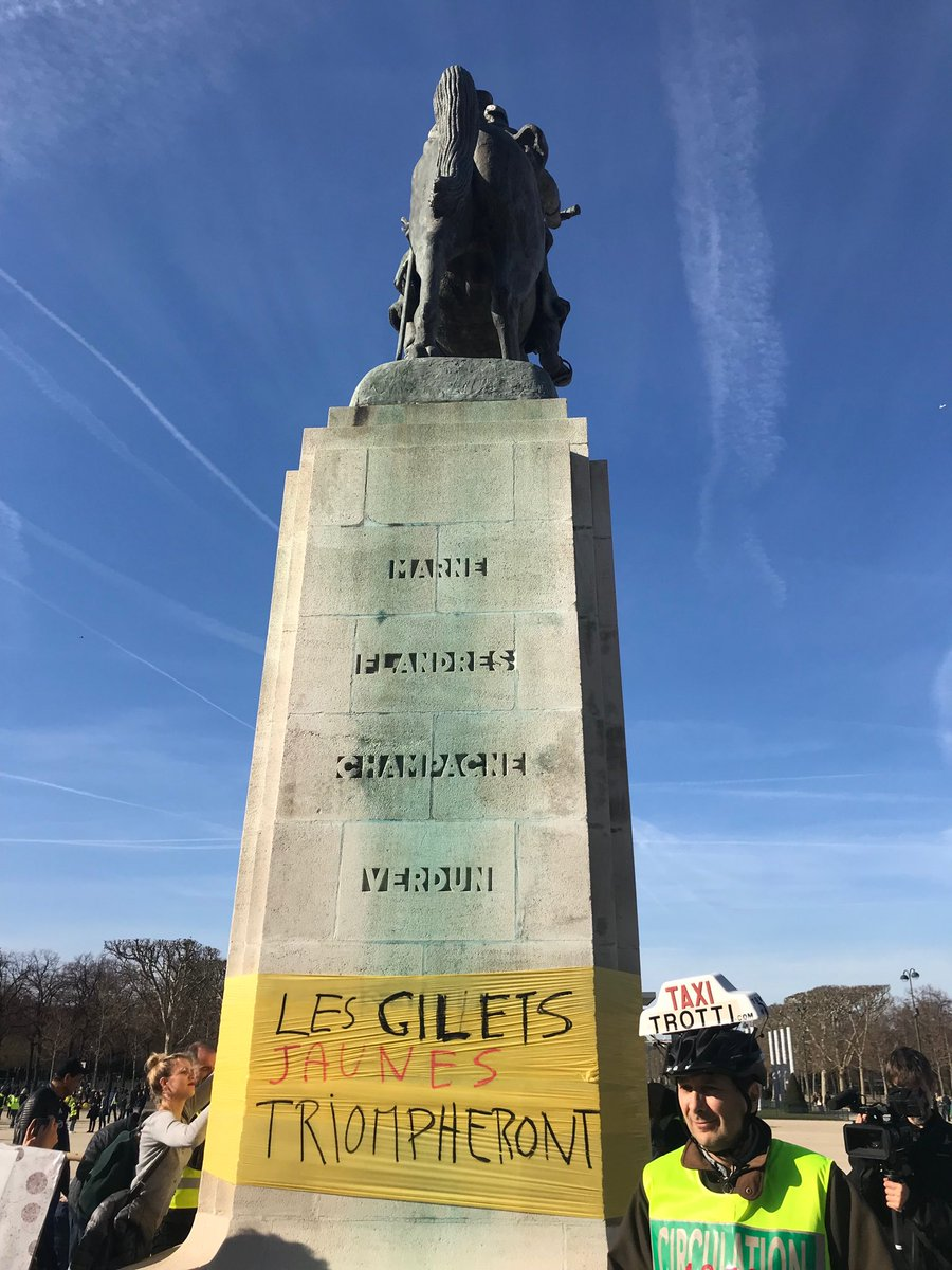 Paris monument to Ferdinand Foch, Supreme Allied Commander during the First World War, used to publicise the Gilets Jaunes. Very surprised watching police officers allowed this.