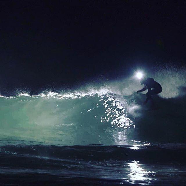 La fratrie Tessier à l'action - Programme de la semaine! Prendre du kiff et en donner! Vu les conditions sur le Northshore, n'hésitez pas à nous envoyer un petit message si vous voulez tester un surf de nuit! La bise les copains et copines! Bonne semaine http://bit.ly/2IhJN8R