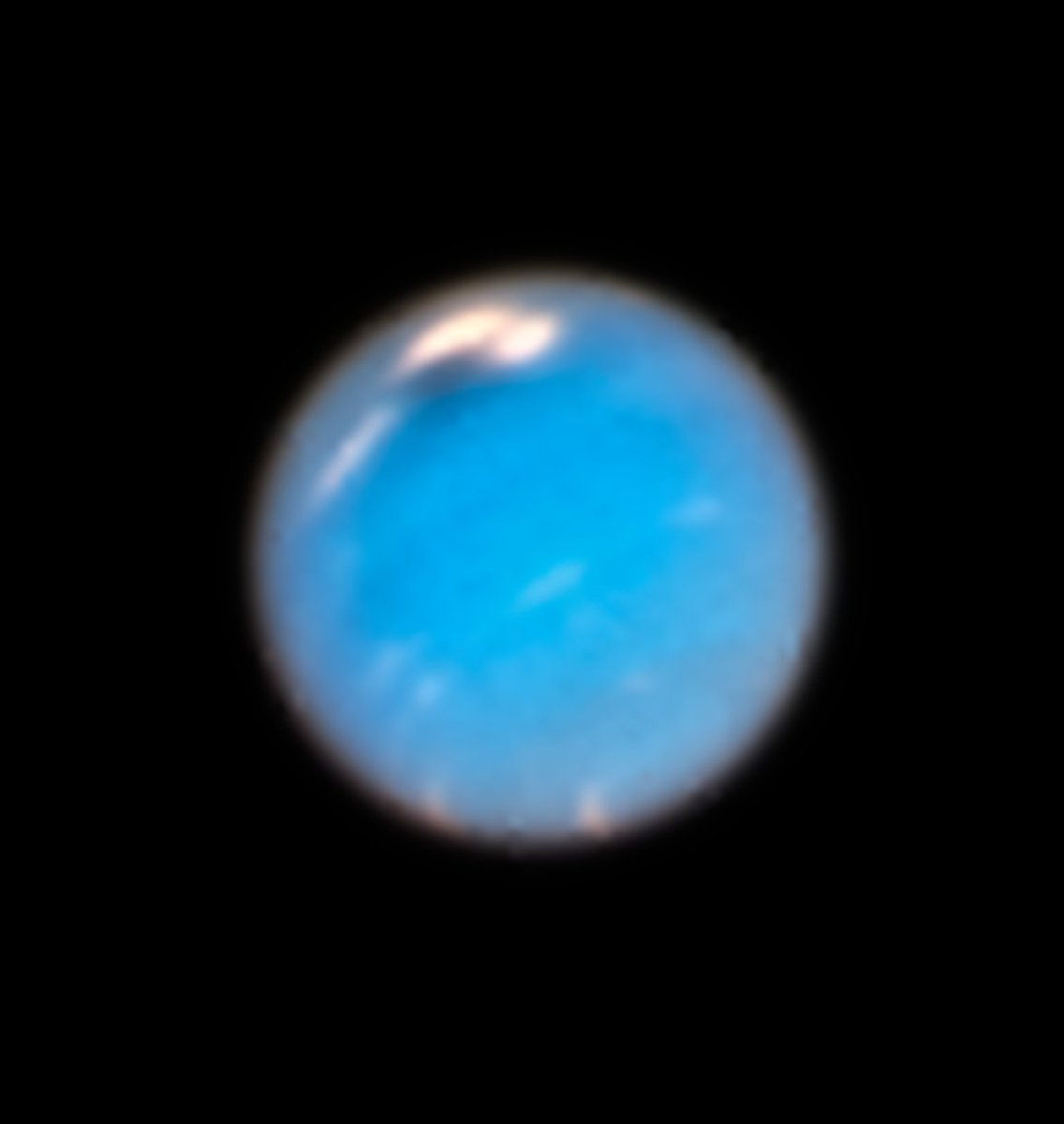 Hubble observes a storm coming to #Neptune and reveals a new northern Great Dark Spot (visible to the upper left of the planet's disc)  https://t.co/ab6ekX34BB