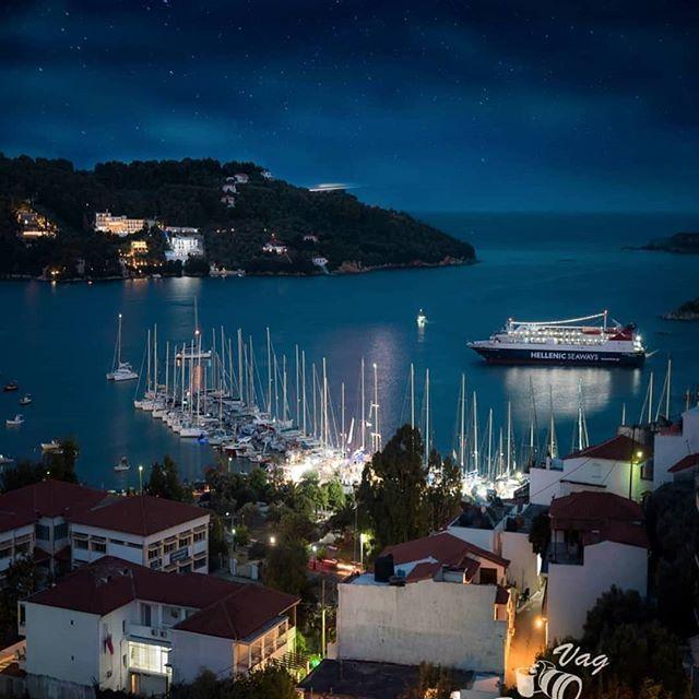 #Repost @vagtsiri  @skiathos.mobi Port of Skiathos-A ship arriving late in the night... #skiathos #skiathosisland #port #summer #ship #night #sky #stars #clouds #photography #photoaddiction #photooftheday #seascape #landscape #ligjts #travel #vacation #s… http://bit.ly/2Nb7tdO