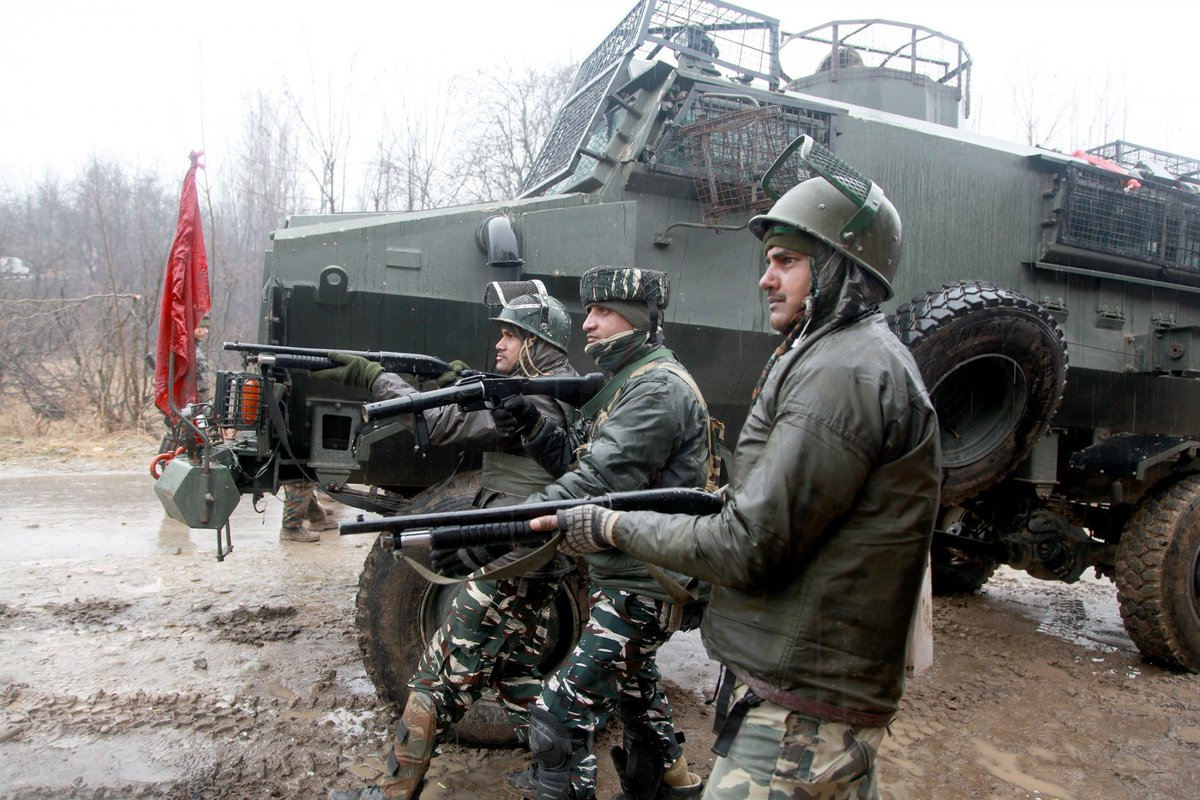 #Security forces shot dead a #Pakistani militant of #JaisheMohammad who masterminded the #PulwamaTerroristAttack on a #CRPF convoy in #JammuAndKashmir killing 49 #CRPFJawan, police sources said.  Photo: IANS