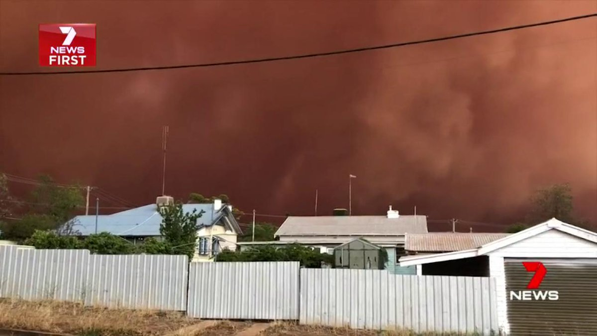 Dust storm kicked up Condobolin late today. 7 News meteorologist @DavidWBrown7. #7News