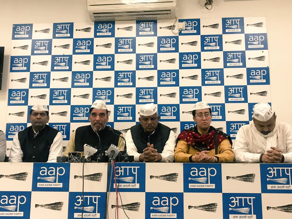 'दिल्ली को पूर्ण राज्य का दर्जा न मिलने की वजह से दिल्ली की जनता के साथ जो अन्याय हो रहा है उसके समाधान के लिए #AAP ने केंद्र सरकार से लेकर कोर्ट तक का दरवाजा खटखटाया, पर न्याय नहीं मिला।  अब पार्टी इस निष्कर्ष पर पहुंची है कि अब वो जनता की अदालत जाएगी' :  @AapKaGopalRai