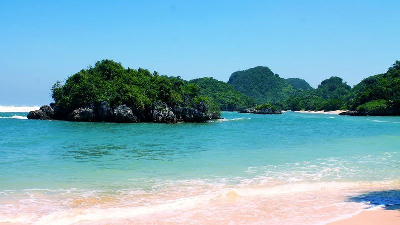 Pantai Bersih dan Tersembunyi
