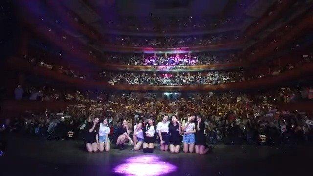 Red Velvet 2nd Concert [REDMARE] in USA - In Newark  #레드벨벳  의 첫 북미 투어 미국 공연의 마지막을 화려하게 장식한 뉴어크에서의 'Red Velvet 2nd Concert [REDMARE]'! 미국에서 여러분과 보낸 환상적 시간 너무 감사합니다~❤  #RedVelvet #RedVelvet_REDMARE #RedVelvet_REDMAREinUSA
