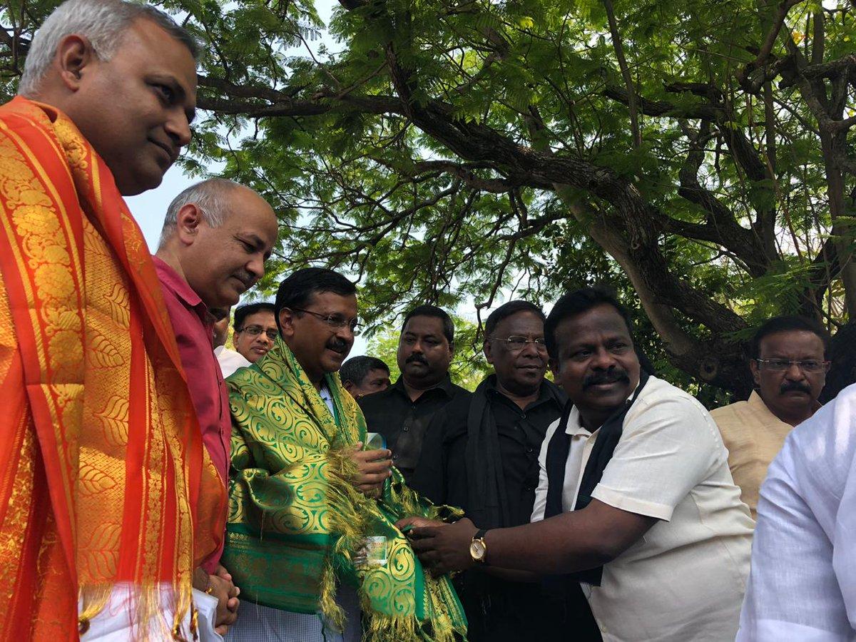 Delhi CM @ArvindKejriwal Visited Puducherry CM @VNarayanasami to express solidarity with the people of Puducherry.