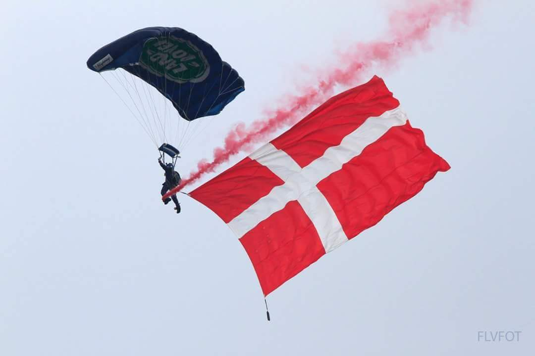 Almost time to start the season! We don't just jump in the UK, Denmark is only one of our many international displays! #DENMARK #BritishArmy #tigers #FiercePride #parachute #CRW #bethebest #excited #display #smokeon @1PWRR @2PWRRTigers @3pwrr @4PWRRTigers @rhqpwrr @DesiAcademy
