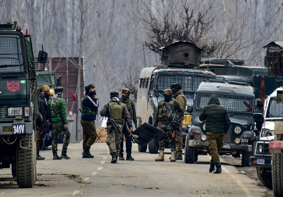 Three terrorists killed, four Army personnel including a Major martyred in an encounter at #Pulwama in J&K.  More News in detail👉🏽 https://t.co/i8FobtqxQW