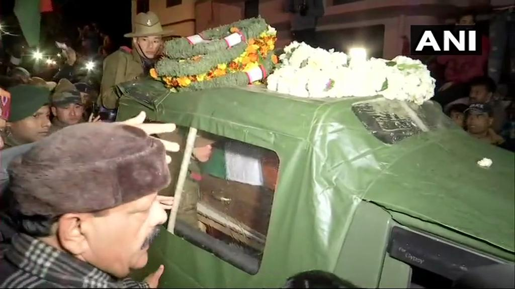 Uttarakhand: Mortal remains of Major VS Dhoundiyal who lost his life in an encounter in Pulwama earlier today, brought to his residence in Dehradun.