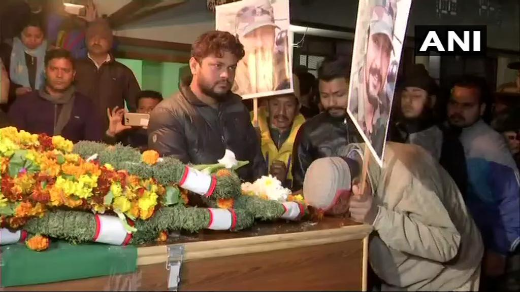 Major Vibhuti S Dhoundiyal's body brought to his house in Dehradun; the officer lost his life in an encounter in Pulwama earlier today (ANI)