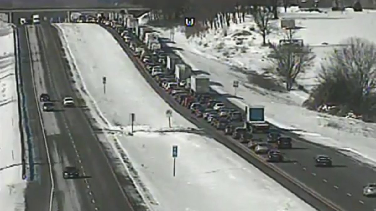 #TRAFFIC LIVE:  I-94 W BACKUP NEAR COTTAGE GROVE  Interstate 94 WB is closed at Highway 73 because of a crash, state traffic officials say. All lanes are blocked, DOT says  https://t.co/EBO5mVb8rR