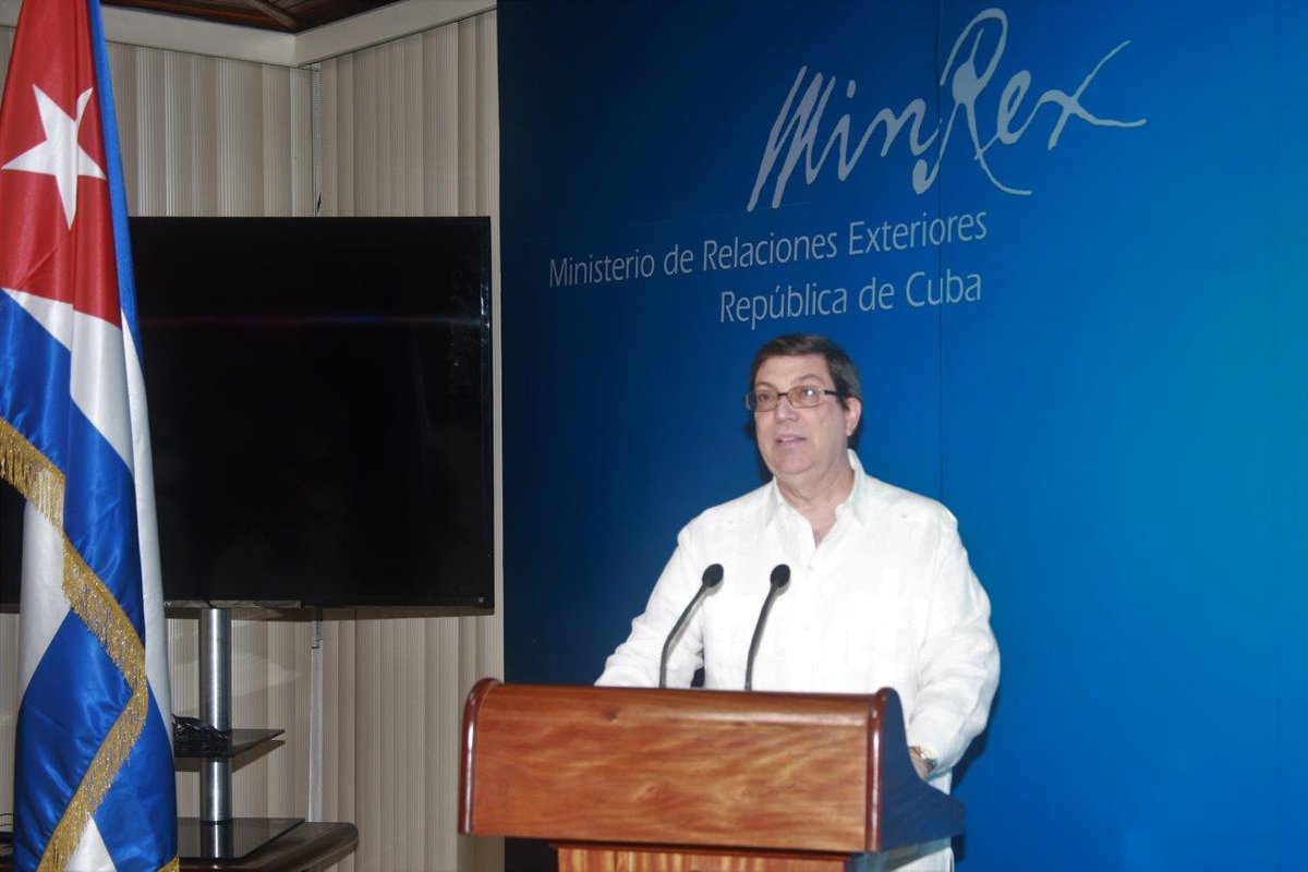 Cuban Chancellor calls to defend peace.