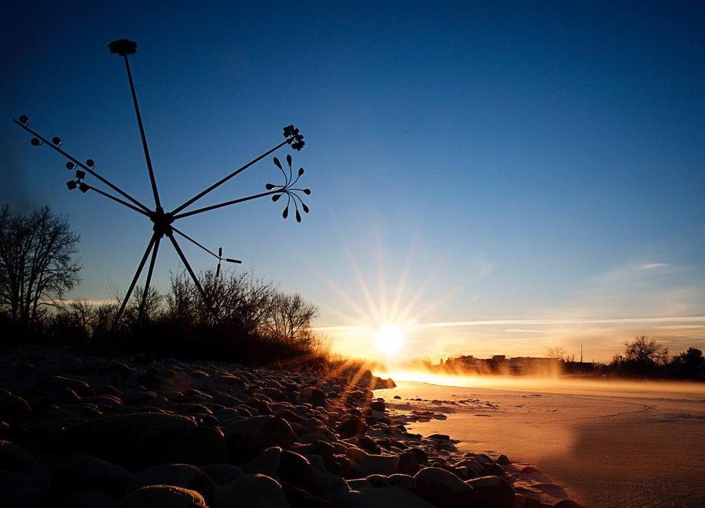 The early bird gets the sunrise shot. 📸 🌅  Photo: https://t.co/qMzyuMKT9M  #capturecalgary #explorealberta  #explorecanada