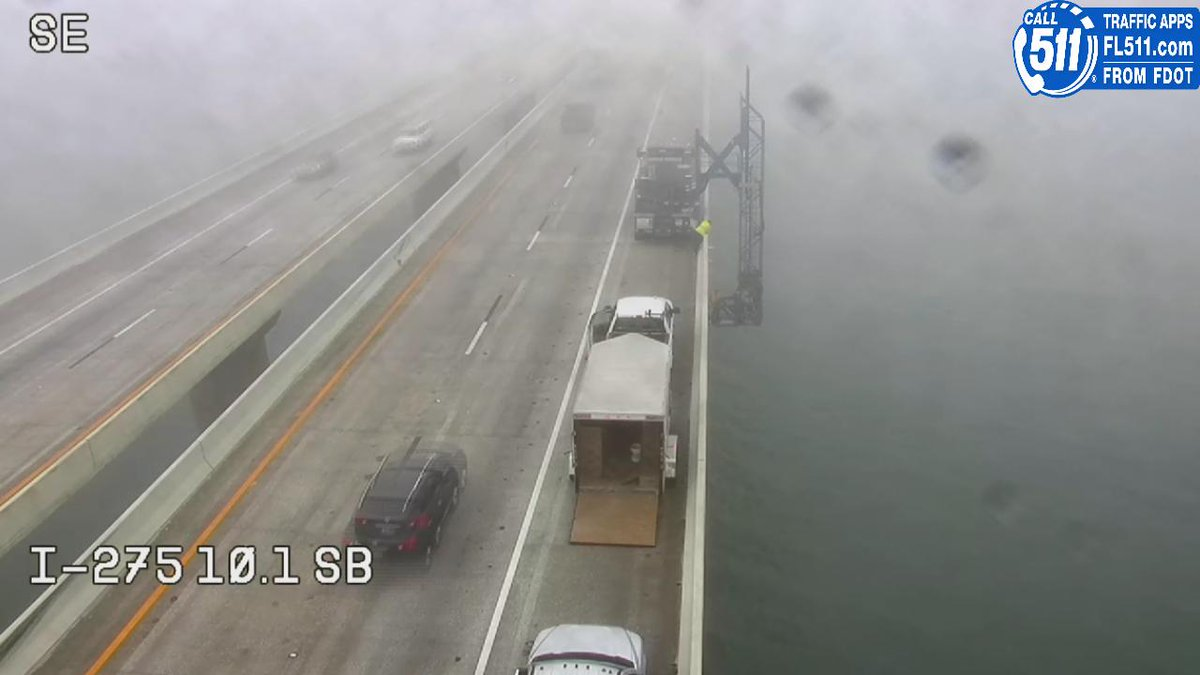 JAM CAM | Watch for low visbility on the Sunshine Skyway & crews working near the top. 9-10 minutes toll to toll. #GMTB #tampatraffic  https://t.co/b56JJ8leA7