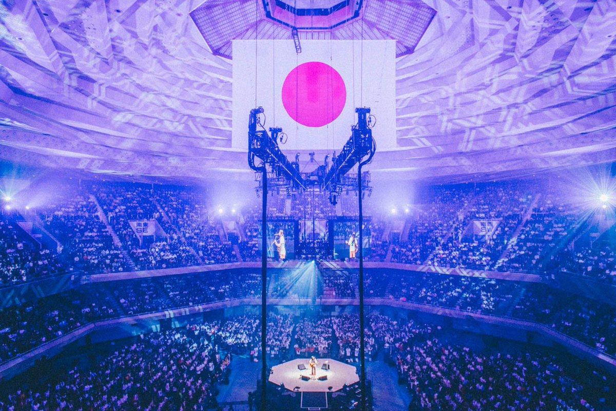 日本武道館 弾き語りワンマン- 1995 - 有難うございました。 私が1番の特等席でした。 センターステージ360度の景色、 絶対に忘れません。 なんか、ようやくシンガーソングライターになれた気がしました。 楽しかったよ!まだまだこれからです。