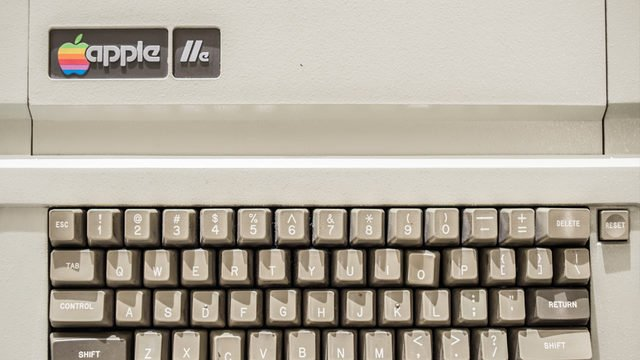 Man discovers 30-year-old #Apple IIe in parents' attic, still works | Read more: https://t.co/caiDni4A0l