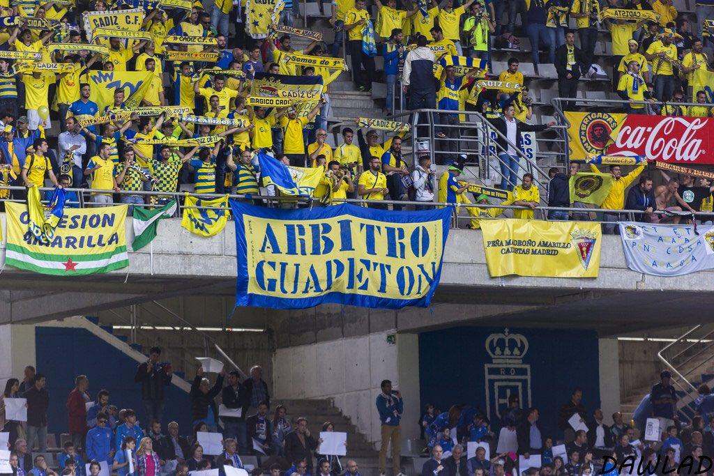 """Es superable la pancarta """"Árbitro Guapetón"""" del Ramón de Carranza ? Es la mejor que yo he visto..."""