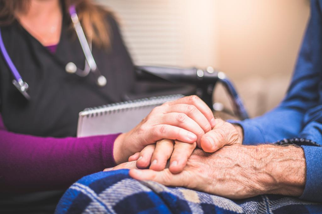 New guidelines for #palliativecare encourages providers to use a family #caregiver assessment to identify specific problems and address unmet needs: http://spr.ly/6010ErVaM @FeinbergLynn