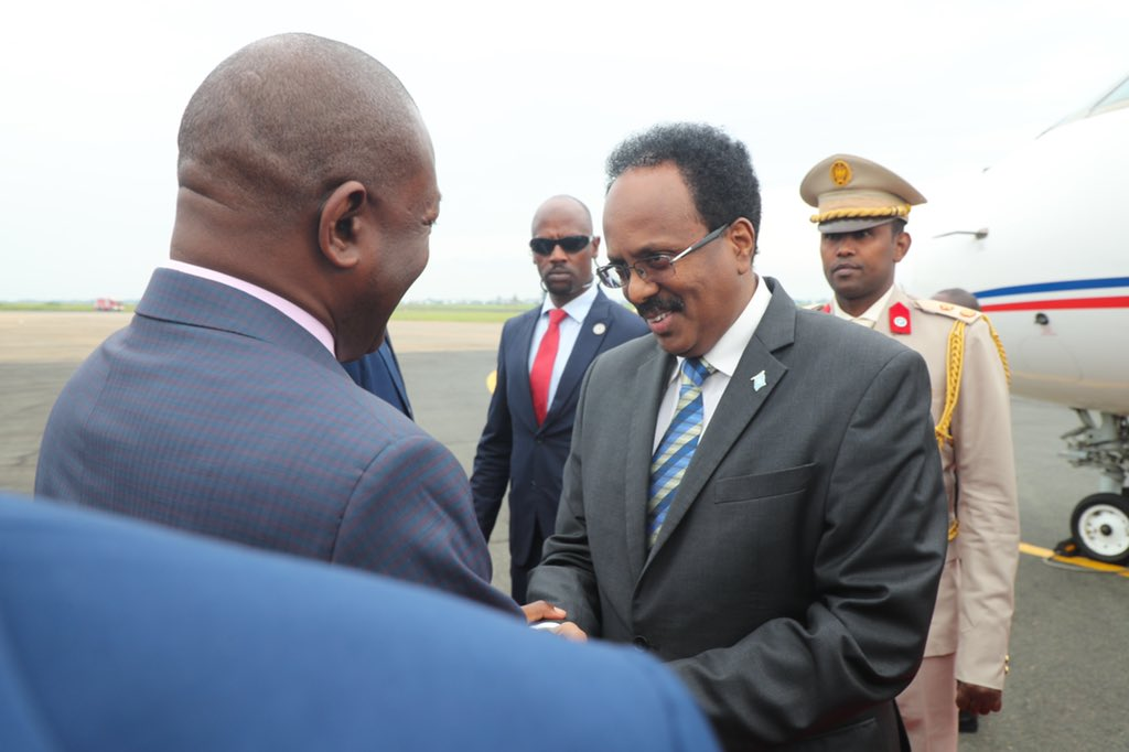 H.E President @M_Farmaajo is received in #Bujumbura by H.E Pierre Nkurunziza. The president will have bilateral talks with his H.E Nkurunziza on strengthening cooperation on security and expanding trade and economic partnerships. #Burundi is an integral part of #AMISOM <br>http://pic.twitter.com/w191ldwmg5