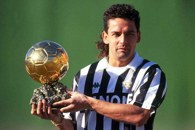 Buon Compleanno #RobertoBaggio um dos grandes jogadores do mundo. Vencedor da #BallonDOr em 1993 jogando pela #Juventus #DivinCodino #VivoAzzurro #EroiAzzurri #SquadraAzzurra #azzurri #Baggio #Azzurra #ForzaJuve