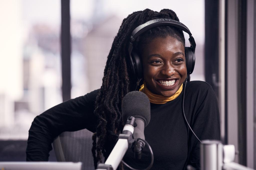 .@LittleSimz's #GREYArea is coming in March! She's detailing the project with @oldmanebro. Listen:  https://t.co/V2XF5BTsiT