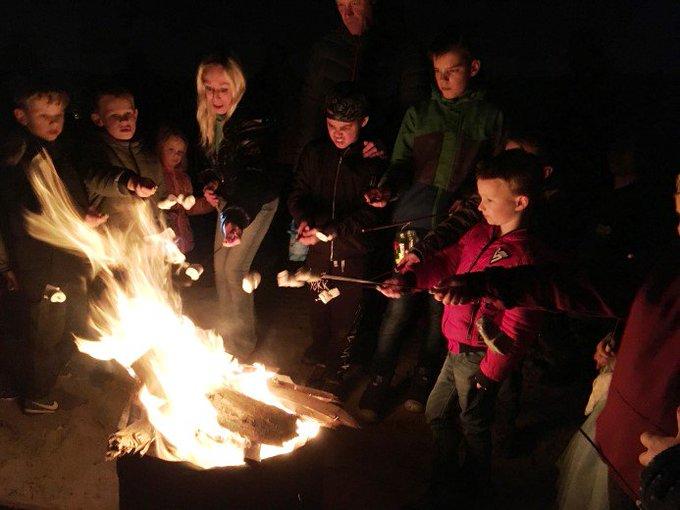 Lichtjestocht Scouting Polanen druk bezocht https://t.co/jcEM4iX38s https://t.co/vnIpNNufAN
