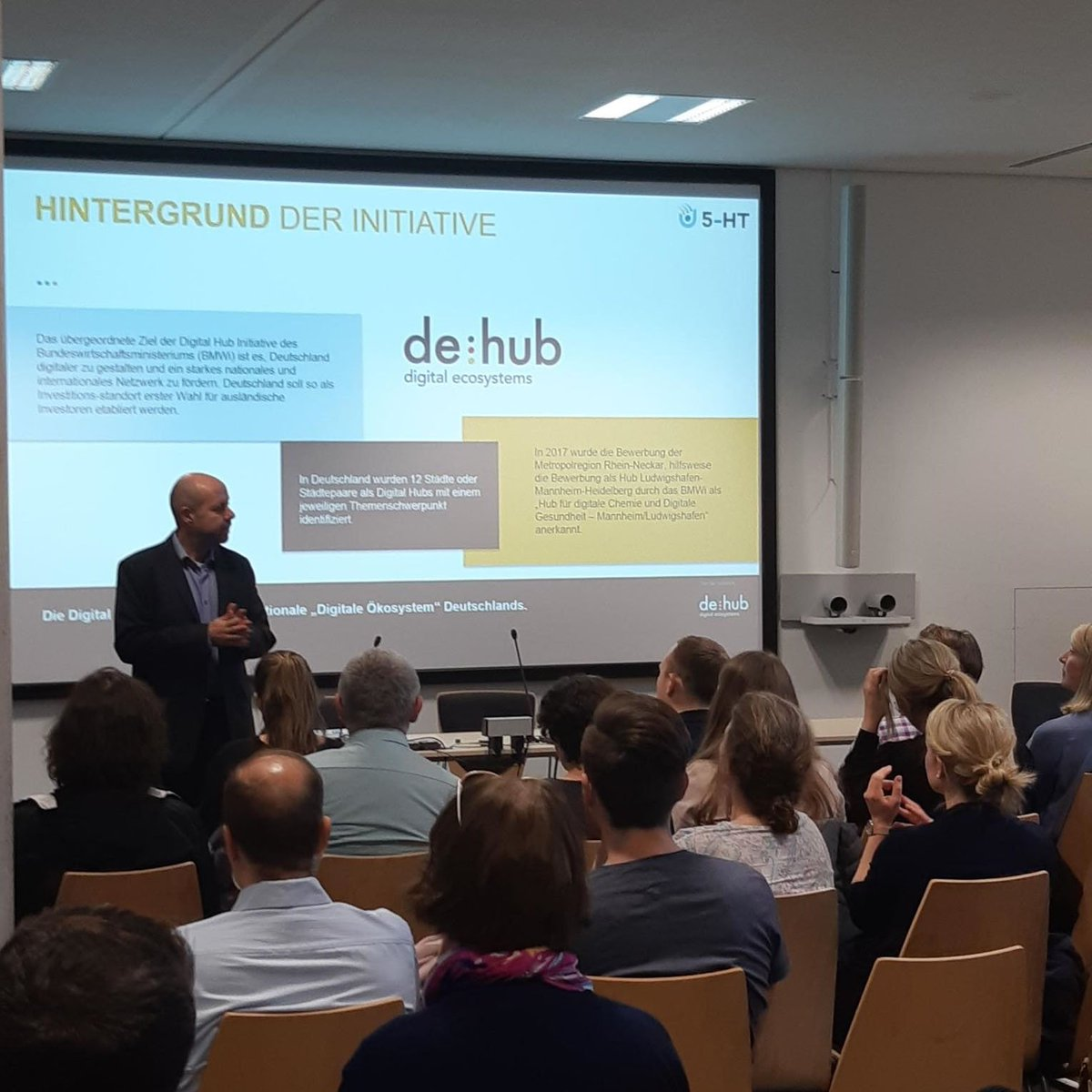 Dr. Frank Funke presenting the #deHubChemHealth during the #BASF Digital Road Trip. BASF employees learnt about the program #5HT_Xlinker for #Startups in #digitalchemistry and #digitalhealth and other initiatives to boost #digital #Innovation. #5HT_ontour #5HT_Xlinker https://t.co/3uEO9A2yKW