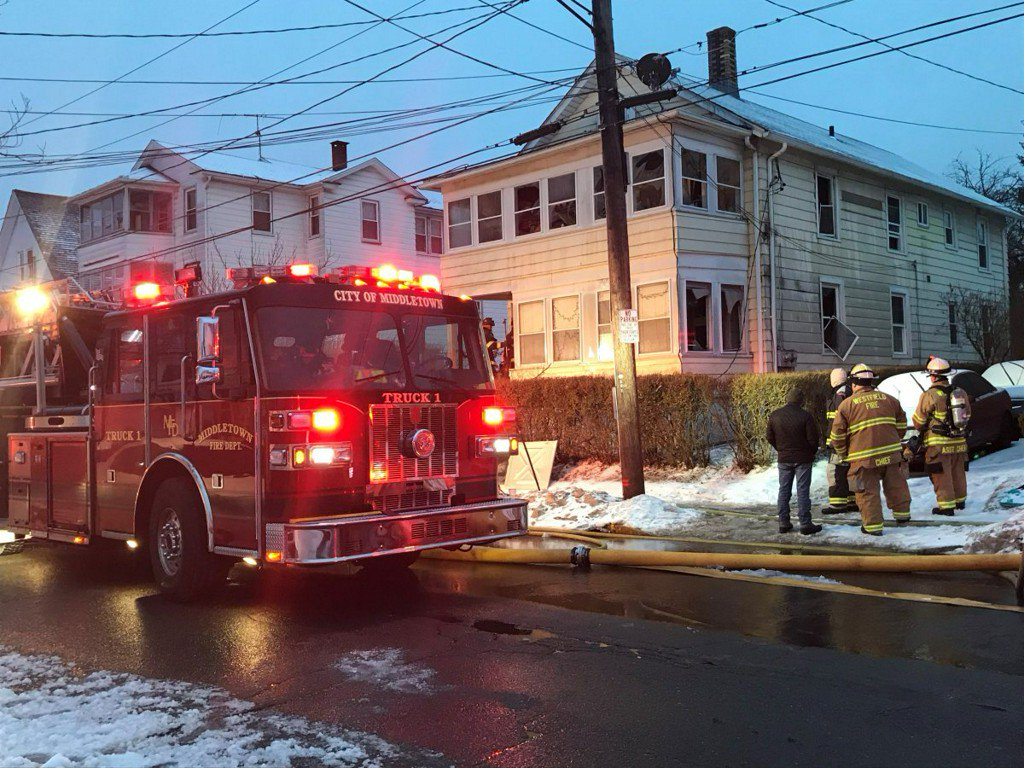 Fire crews battle house fire in Middletown https://t.co/9ErKiTWwVR