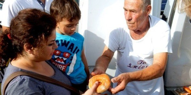 Dionissis Arvanitakis owned a small bakery in Kos, Greece. It was here, from 2015, he started giving away 100's of kilos of bread every day to refugees.  This wkend, Dionissis passed away. His life, we hope, will be a lesson to all of us in how we should treat our fellow humans.